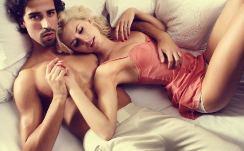 couple-in-bed-164150