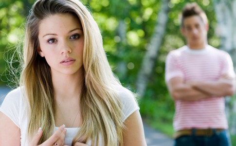 B8829F A portrait of a young woman with her boyfriend in the background