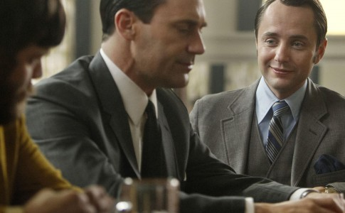 Stan Rizzo (Jay R. Ferguson), Draper and Pete Campbell (Vincent Kartheiser) talk over drinks.