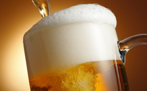 pouring-beer-photography-hd-wallpaper-2560x1600-36159